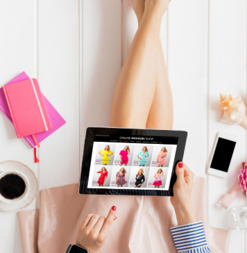 Top 13 tips for buying and selling on Facebook Marketplace by a Collin County Moms blogger. Woman shopping.
